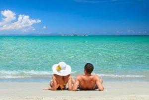 Imagen de pareja en la playa